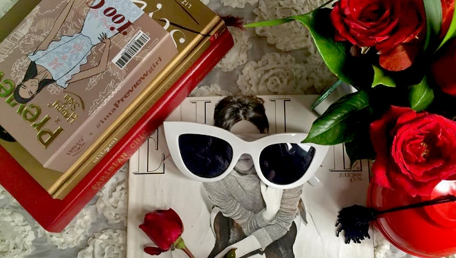 Live Blog: Editors Raid Your Bag For Ig-worthy Flatlays