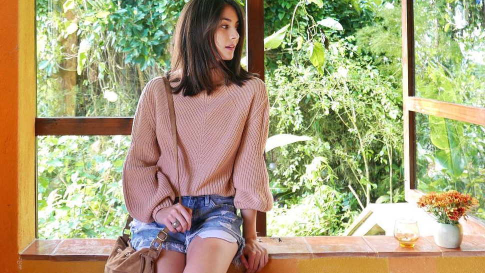 How Your Fave Celebs Style Their Sweaters