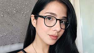 9 Celebs Who Can Pull Off Wearing Specs