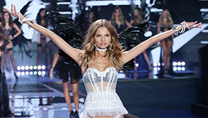 A Victoria's Secret Model Slams A Reporter For His