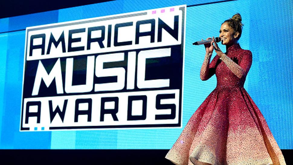 Jennifer Lopez Wears Michael Cinco at the 2015 AMAs