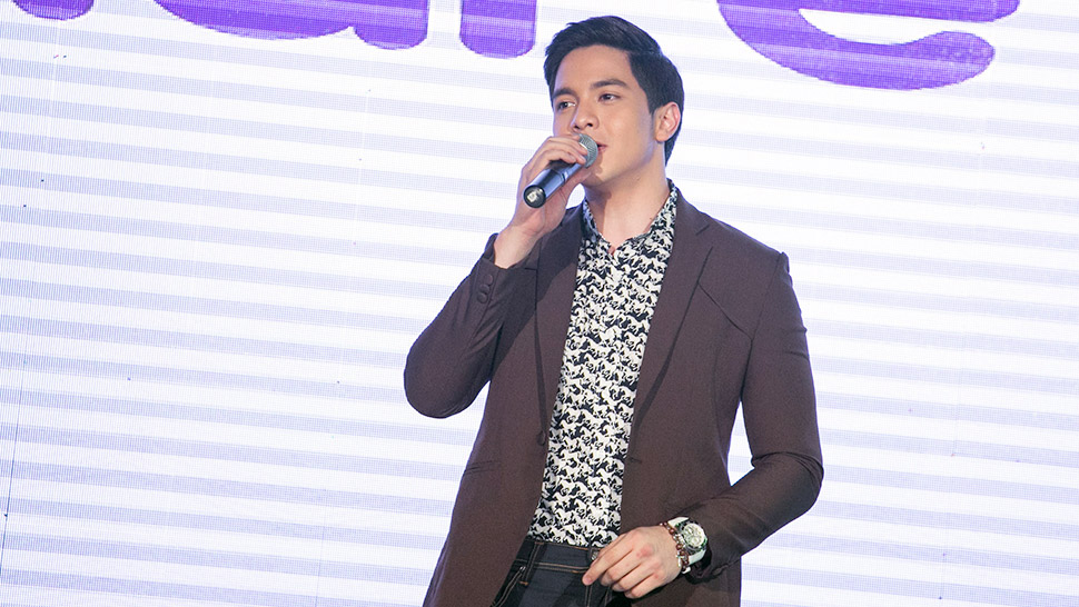 Alden Richards Turns A Fashion Show Into A Mini Concert