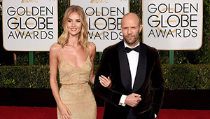 Rosie Huntington-whiteley Debuts Her Engagement Ring At The Golden Globes