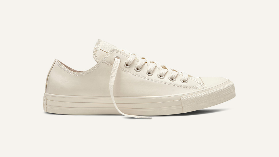 We're Going Crazy Over This New Pair Of White Sneakers