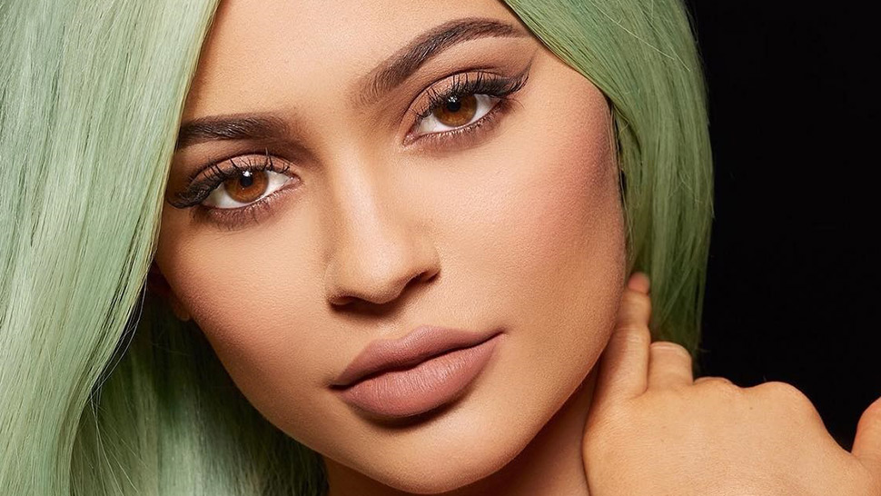 Learn 3 Easy Makeup Hacks From Kylie Jenner