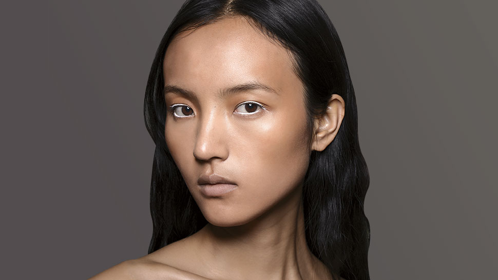 How to Highlight Your Face Without Looking Oily