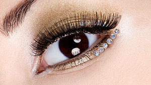 The Bejeweled Eyeliner Looks You Should Try