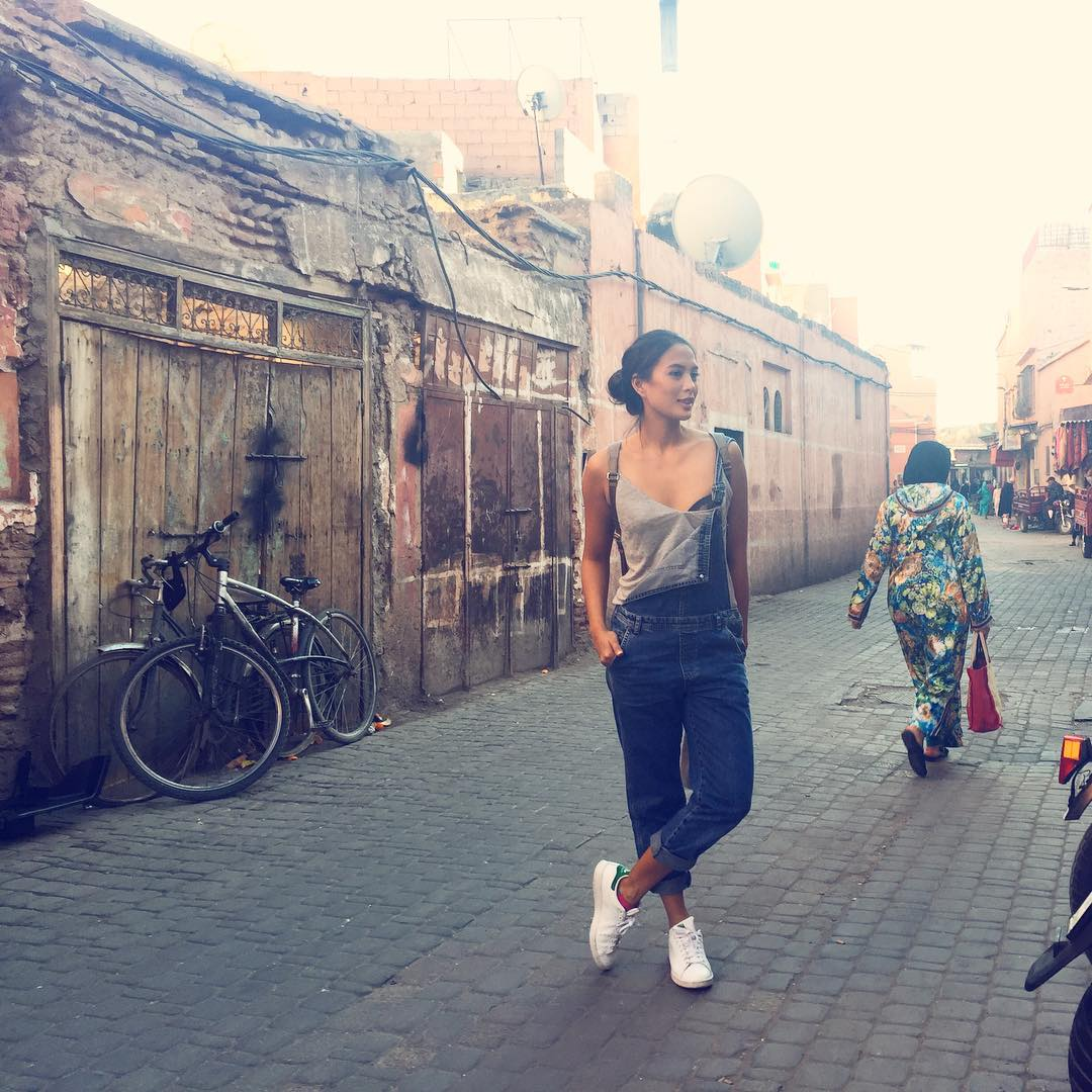 8553730c14e (via  isabelledaza). Isabelle Daza explored the streets of Morocco wearing  a light gray tank top and denim overalls paired with her adidas Stan ...