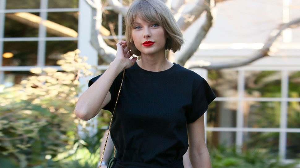 Taylor Swift Makes a Case for the T-shirt Dress