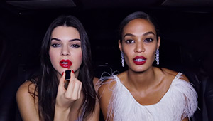 Watch Kendall Jenner And Joan Smalls Do Their Makeup In The Car