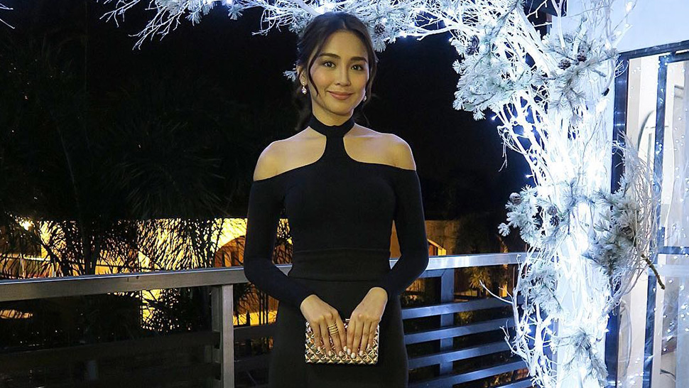 Kathryn Bernardo Works The Cold Shoulder Trend