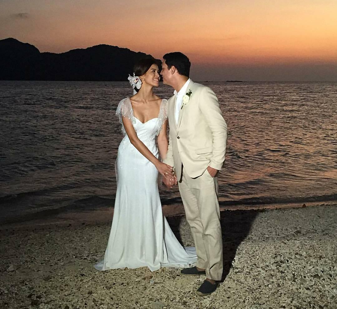 Rajo Laurel Wedding Gowns: Jessica Kienle's Effortlessly Chic Beach Wedding
