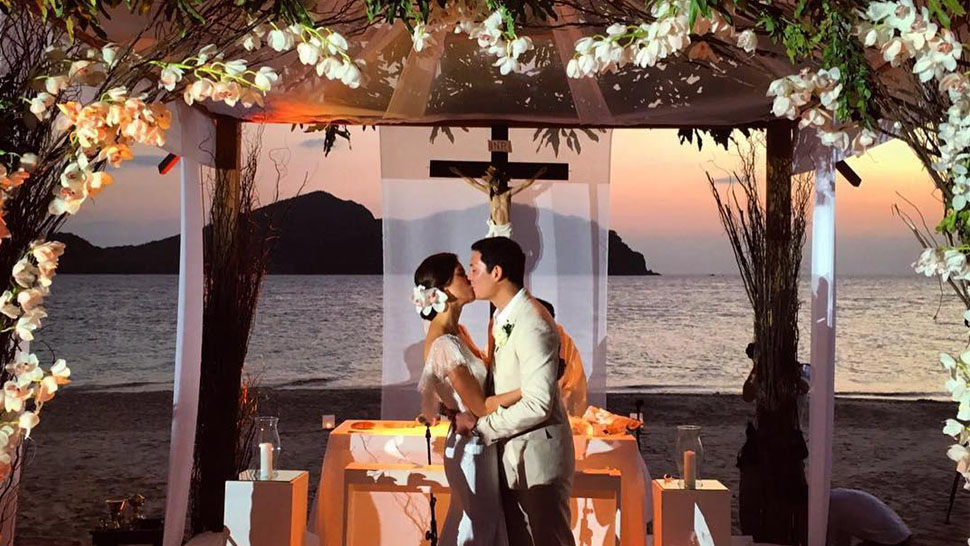 Jessica Kienle's Effortlessly Chic Beach Wedding