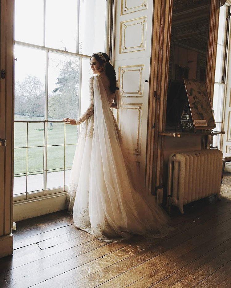 All The Deets On Georgina Wilson\'s Monique Lhuillier Wedding Gown ...