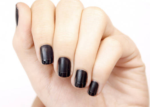 Contrast Nails: Matte And Gloss