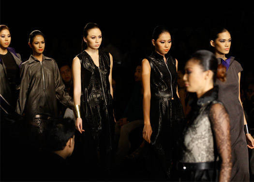 Philippine Fashion Week Holiday 2012: Galang, Cambe, Arnaldo, Barretto