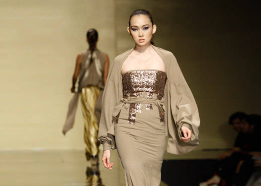 Philippine Fashion Week Holiday 2012: Cua, Jimenez, Quisumbing, Esac