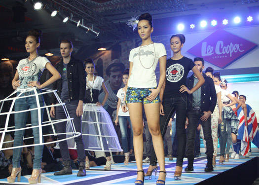 Lee Cooper Arrives In Manila