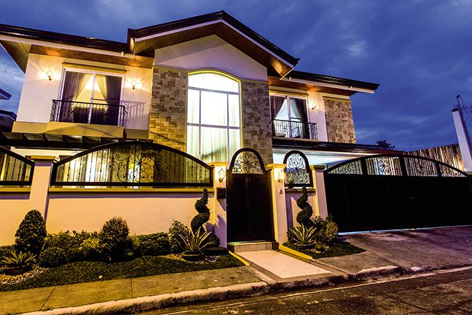 Daniel Padilla S Modern Mediterranean House