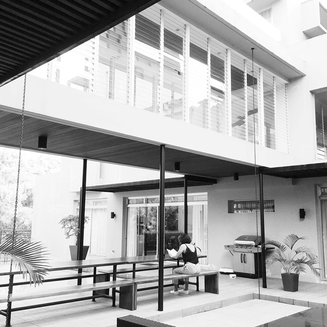 We re loving jericho rosales s modern and laidback house rl for Jericho house