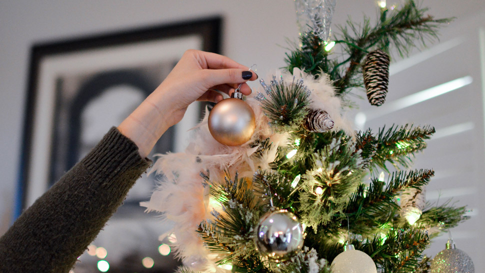 putting up your christmas decorations early makes you happier - When Do You Decorate For Christmas
