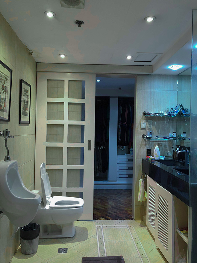A Bathroom And Walk In Closet Get A Modern Minimalist Makeover