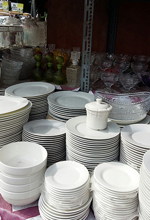 Pick White plate at P40 each. Good if you want to stock up on these basics for those big family lunches at home or if you donu0027t want to deal with the ... & Top 5 Places Where You Can Buy Affordable Dinnerware | RL