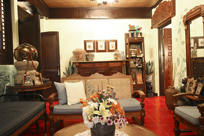 Living Area Detail & Spanish Colonial Interiors in a Pet-Friendly Four-Storey Home | RL