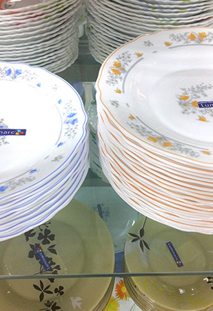 Picks Claytan 7pc. couple set (P1399.75); simple dinner plates with colored rims & Top 5 Places Where You Can Buy Affordable Dinnerware   RL