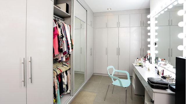 To Maximize The Space Jennylyns Walk In Closet Is Directly Connected Bathroom And Vanity Area Aside From Making Use Of Precious Floor