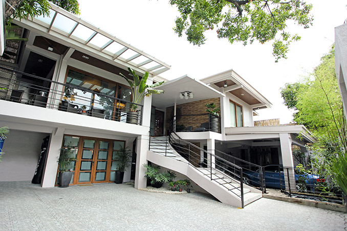 Celebrity Home: Eddie Gutierrez And Annabelle Ramau0027s Quezon City House