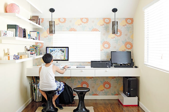 Keep Your Desk Organized With These 5 Essentials