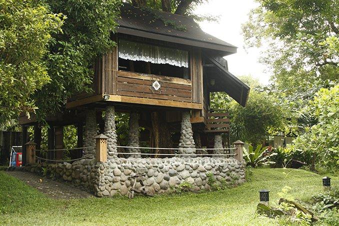 field trip 4 inspiring homes outside manila rl - Farmhouse Design Philippines