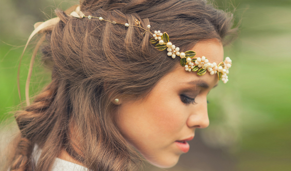 Here's a Grown-Up Way to Wear Headbands