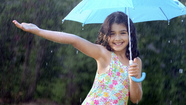 5 Fun Things You and Your Child Can Do in the Rain
