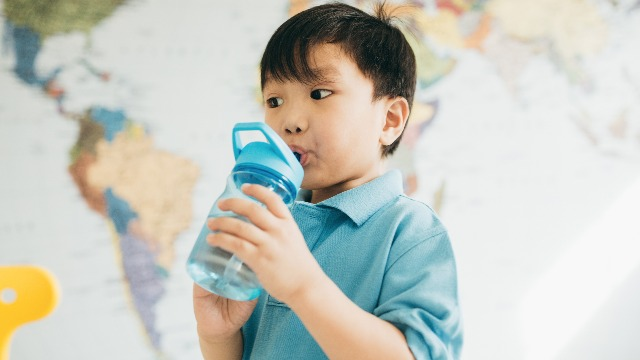 5 Genius Ways to Get Your Child to Drink More Water