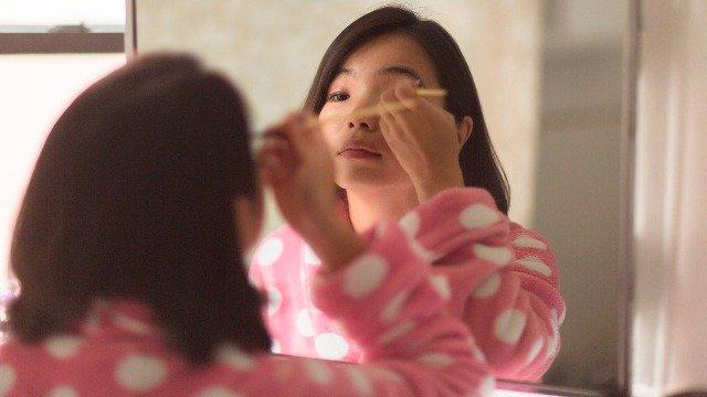 The Proper Way to Apply Eyeshadow Based on Your Eye Shape