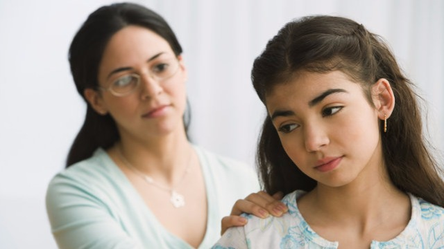 """""""Mom, I Feel Ugly"""": How to Help Your Teen Feel More Self-Confident"""