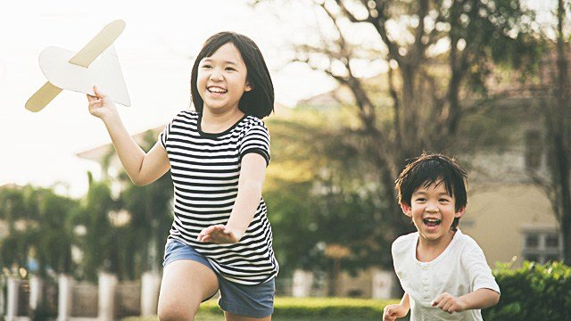 Raising Smart, Successful Kids: 5 Games That Are Better Than Gadgets