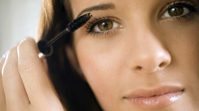 How to Avoid the Sleep-Deprived Look With Mascara
