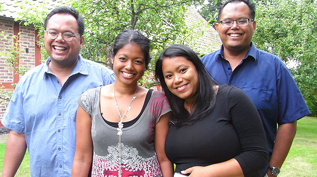 Two Sets of Twin Siblings Reunite After Three Decades