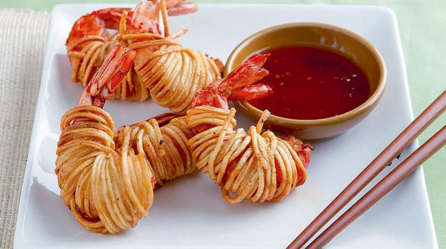 Fun Finger Food? How About Wrapping Prawns in Noodles!