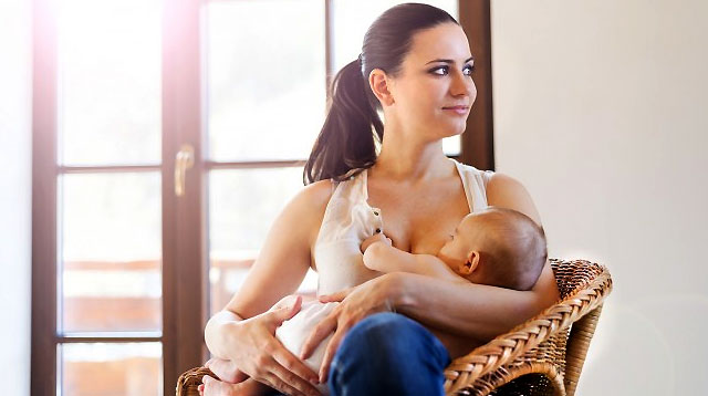 7 Things to Expect When Breastfeeding in Public