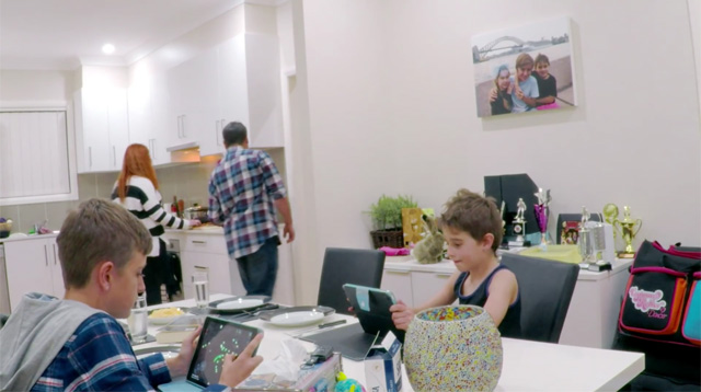 WATCH: Kids With Tablets Do Not Notice Parents Get Replaced By Strangers