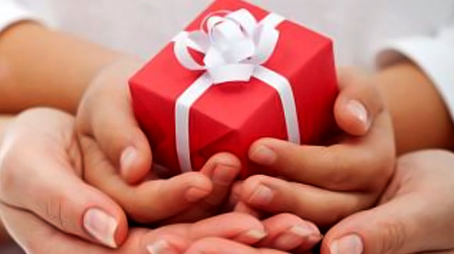 Gifts For Yaya? Real Parents Share Novel Ideas Their Nannies Loved