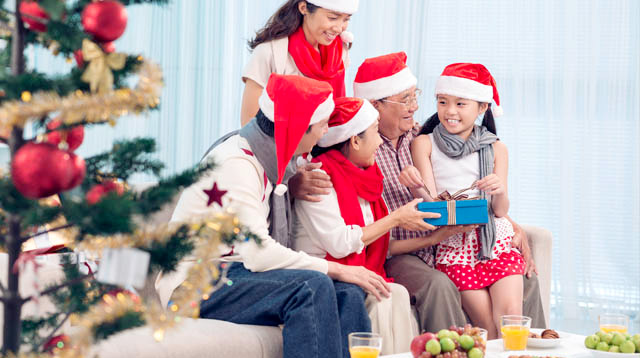 9 Christmas Traditions to Start With Your Family This Year