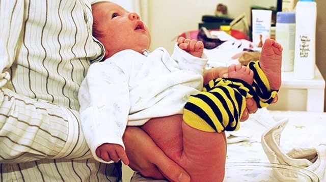 This Mom Started to Potty Train Her Baby at 5 Weeks Old!