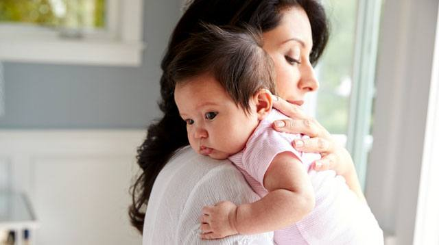 3 Ways to Give Moms With Postpartum Depression Emotional Support