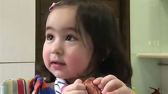 Wow! Scarlet Snow Counts in Filipino and Chinese!