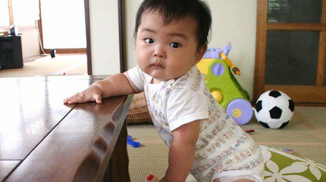 Your Child's Milestones (9 months): Baby Can Now Stand Up!